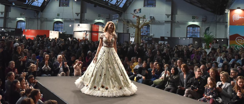 Bekijk hier een voorsmaakje van de modeshow met chocoladejurken van salon du chocolate 2020 te Brussel!