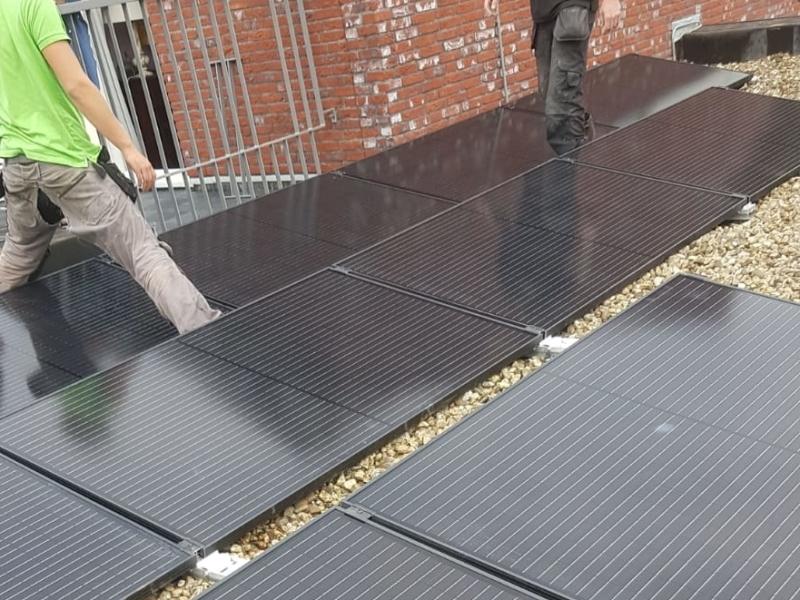 Almere 15 x AEG 330 Wp Full black met SolarEdge omvormer met optimizerss