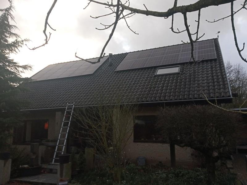 Oost -west opstelling 24 zonnepanelen met kWh-garantie