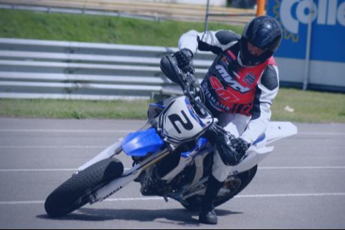 Supermoto-cursus van de Supermotorschool met Yamaha WR450