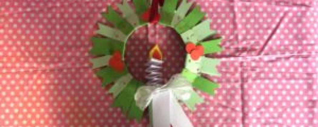 Kerstkrans van een papieren bord