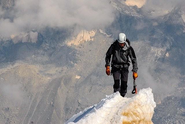 Je doelen op lange termijn implementeren is te vergelijken met het bepalen welke bergtop te beklimmen.