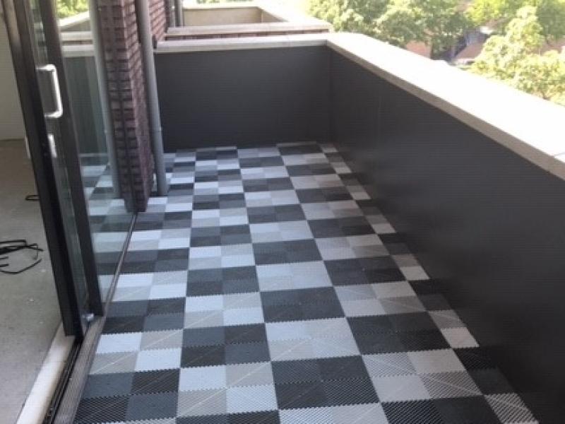 Zwarte-witte-antislip-balkontegels