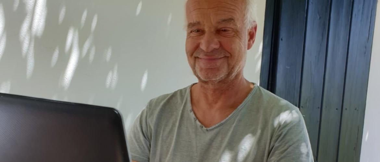 Haptotherapie via beeldcontact: het zou niet in mijn hoofd opkomen. Door Nico Pronk