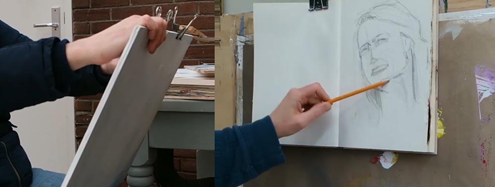 Links: papier op een plank, zo kun je er makkelijk overheen kijken naar je onderwerp. Rechts: Papier op een plank op een ezel. Ik ben linkshandig, ik kijk dus schuin naar rechts naar mijn onderwerp.