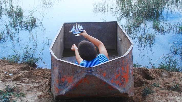 Jongen in boot