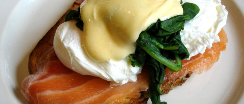 Eggs Benedict met zalm en spinazie