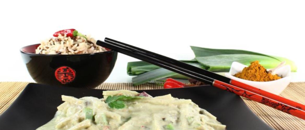 Thaise curry met courgette, sperzieboontjes, ananas, kipfilet en zilvervliesrijst