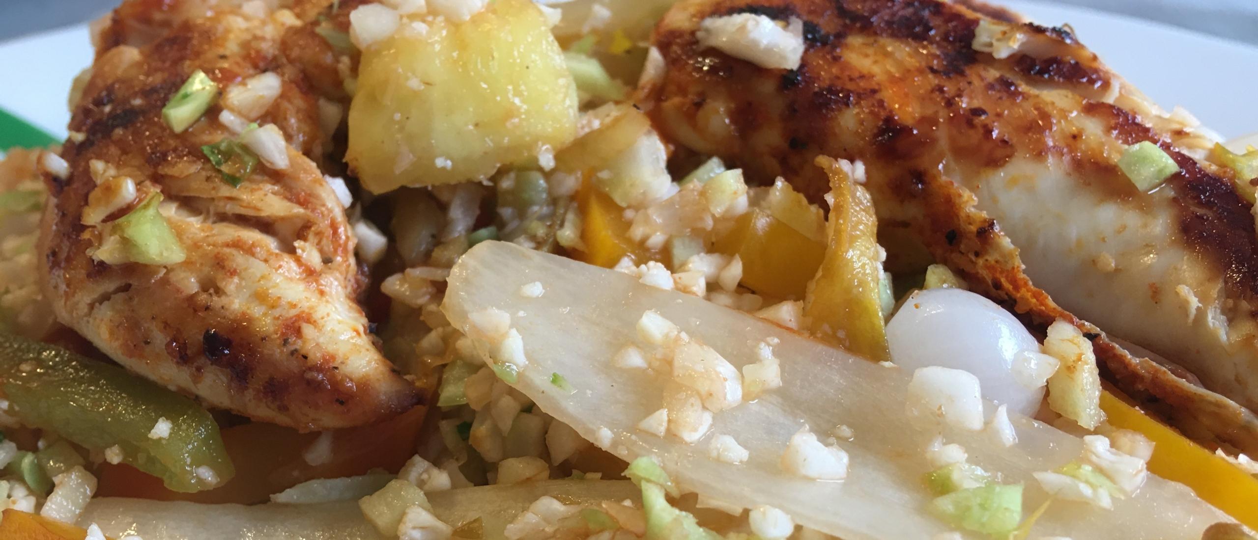 Gewokt witloof, zoetzuur met kippenblokjes en rijst van bloemkool
