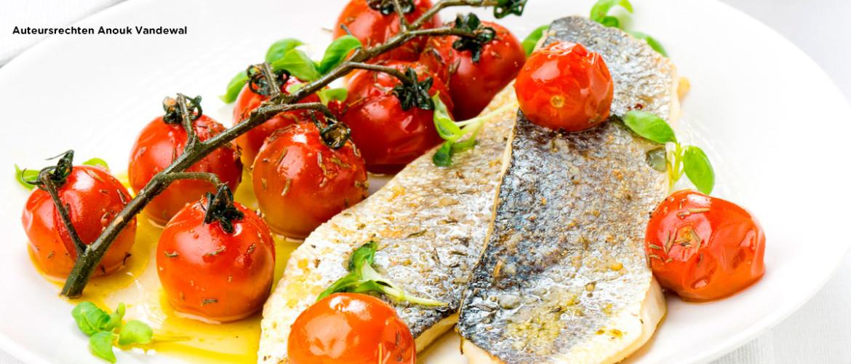 Zeebaars met tomaatjes en boterrapen