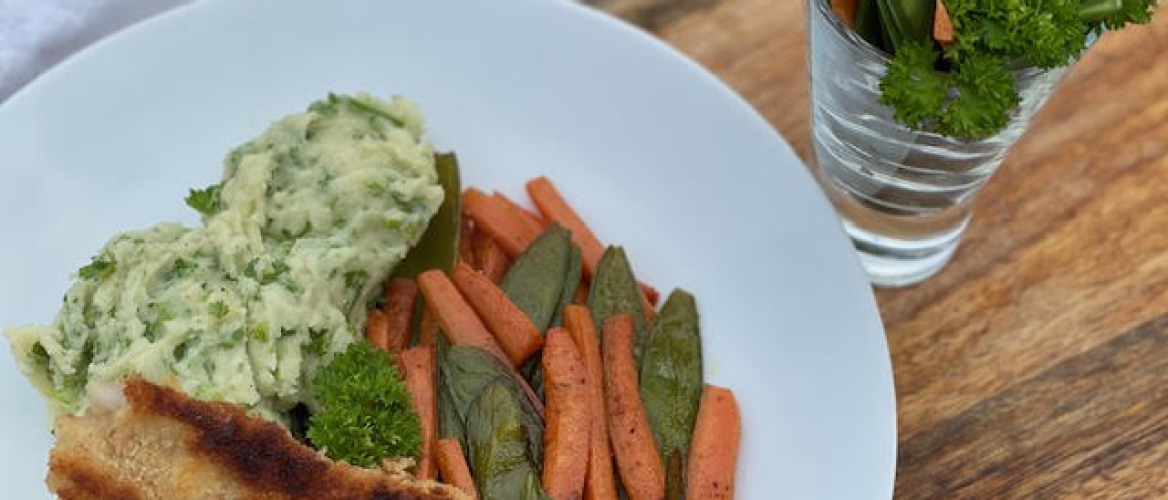 Peterseliepuree met veel groentjes en lekkere krokante kabeljauw