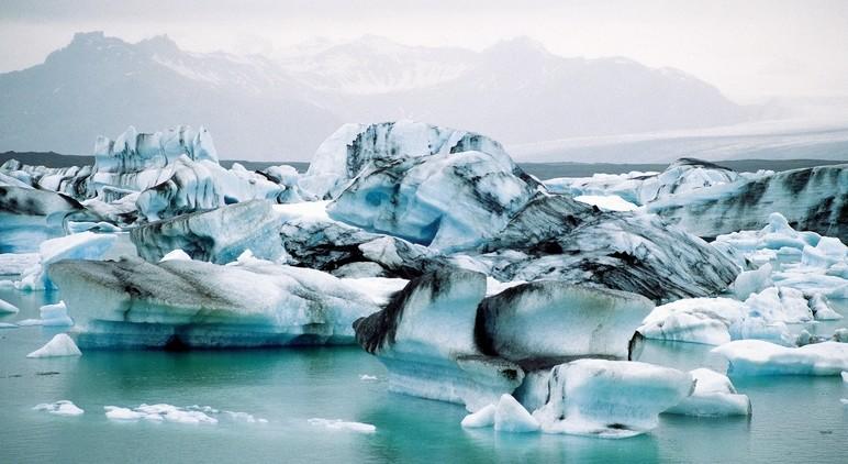 Een IJsbergen-meer, zodiactocht aanbevolen