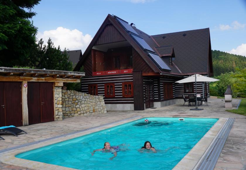 Luxe villa met zwembad in Stupna, hond toegestaan