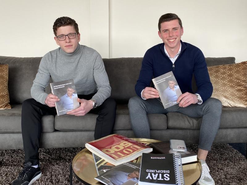 Rammers met het boek