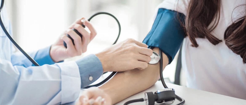 Hoe herken je een hoge bloeddruk?