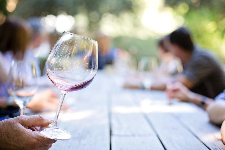 leeg wijnglas verleidingen weerstaan
