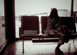 vlucht-vertraagd-vrouw-wacht