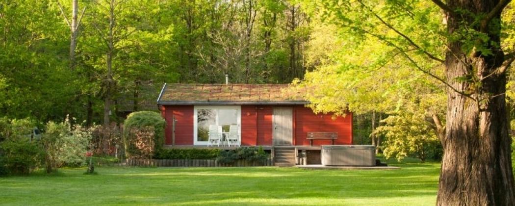 Huisjes midden in de natuur met sauna en jacuzzi