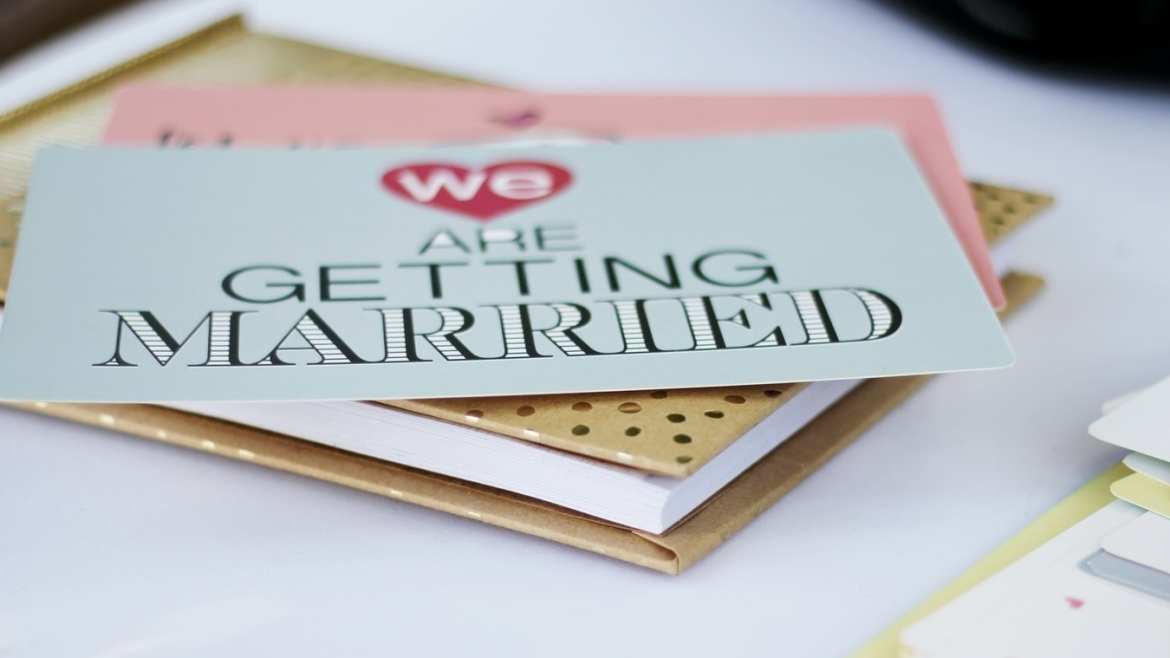 10 things you must have on your wedding day planner