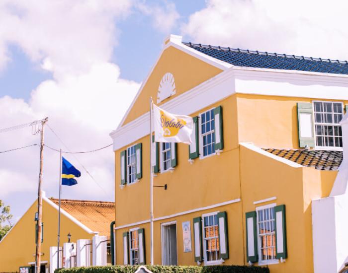 Wat betekent de 'chq' en 'sav' als ik ga pinnen op Curaçao?