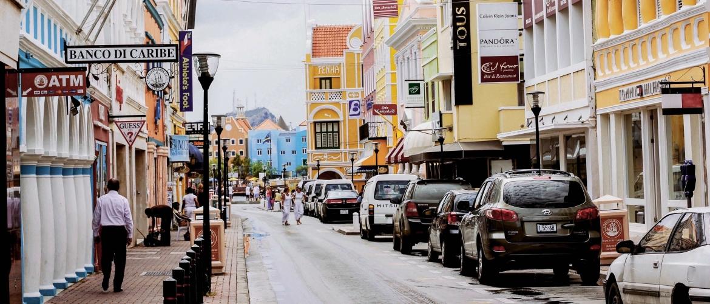 Heb ik een auto nodig op Curaçao?
