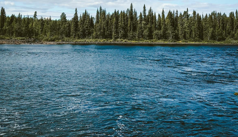 De Torne älv rivier - Een rivier in Zweeds Lapland in de omgeving van Kurravaara