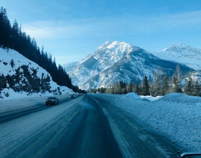 Hoe moet ik auto rijden in de bergen?