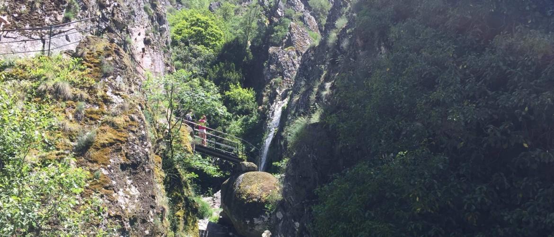 De Poço do Inferno: een prachtige waterval in het Portugese Serra da Estrela