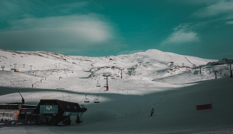 Welke materialen heb je nodig bij het skiën en snowboarden?
