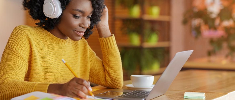 Hoe kan ik het beste online leren: 5 tips voor motivatie en focus