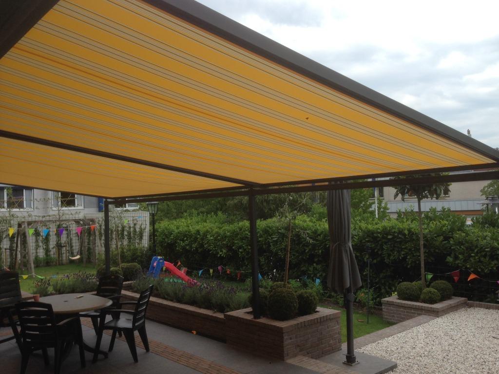 Windvaste en oprolbare suncircle textieloverkapping zsm zonwering