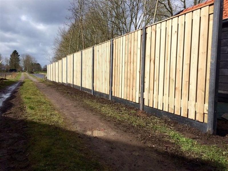 Standaard hout-betonschutting laten plaatsen