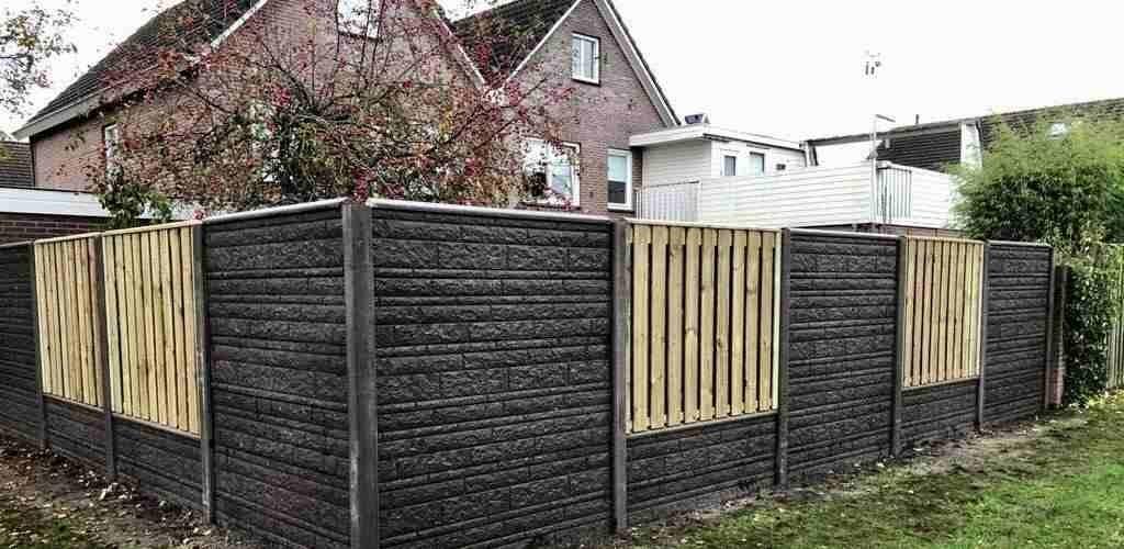 hout-beton tegen wind in tuin