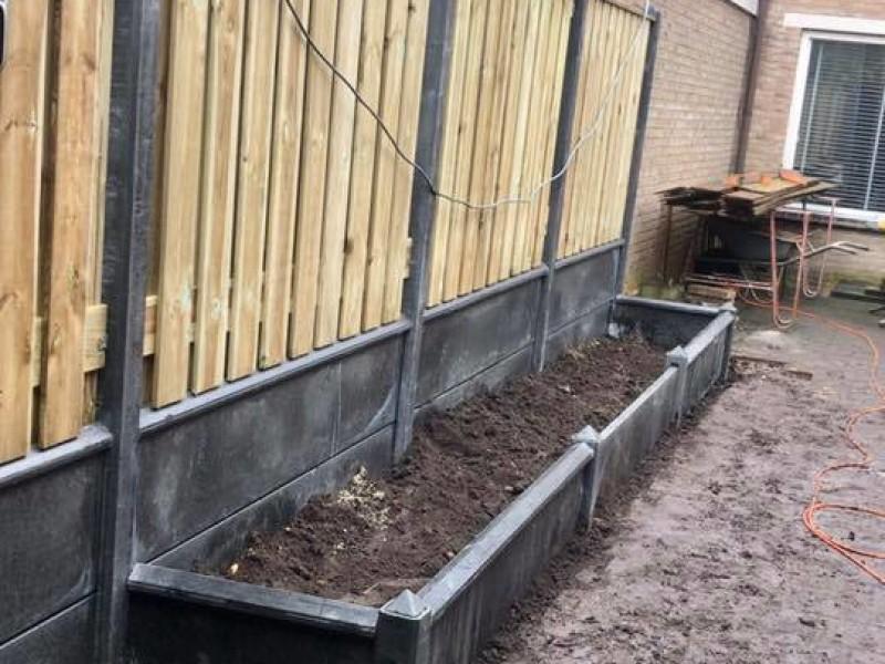 Luxe hout-betonschutting laten plaatsen