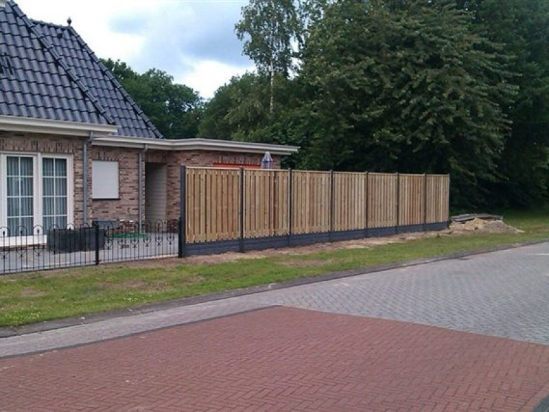 Semi-Luxe hout-betonschutting laten plaatsen