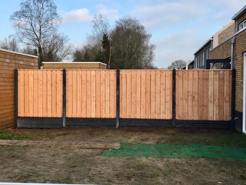 Recht scherm hout-betonschutting