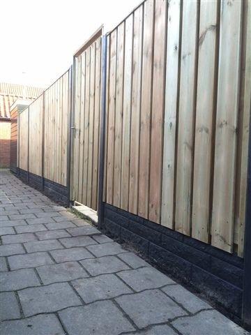 Semi-luxe hout- betonschutting laten plaatsen