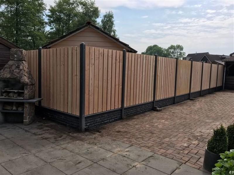 Semi Luxe douglas hout-betonschutting laten plaatsen