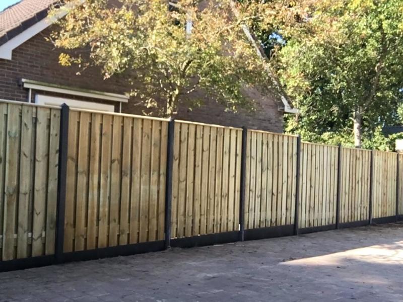 Standaard hout-betonschutting