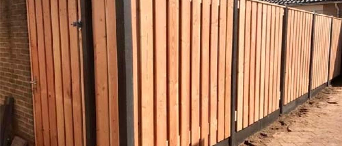Een hoekpaal voor een hout-betonschutting bestellen?